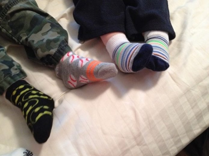toddler_sock_feet