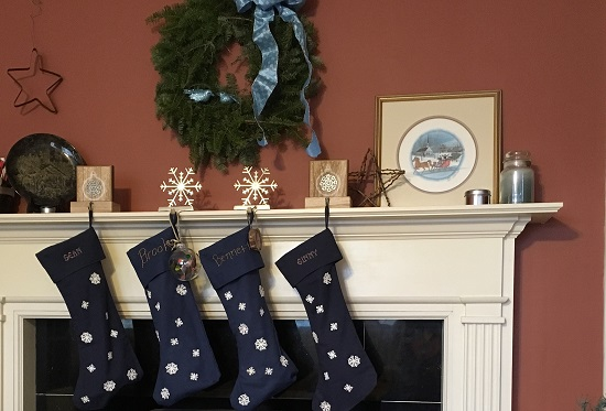 stockings_on_mantle
